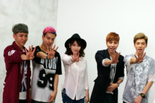 Singer IU (center) with HIGH4
