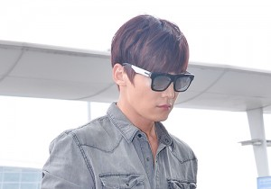 Choi Jin Hyuk at Incheon Airport, Heading to Singapore for Promoting Emergency Couple