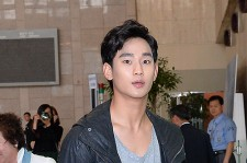 Kim Soo Hyun at Gimpo Airport Heading to Japan for Fan Meeting
