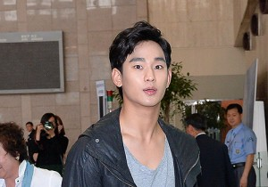 Kim Soo Hyun at Gimpo Airport Heading to Japan for Fan Meeting