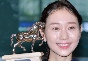 Lee Yoo Young Picked up the Best Actress Award at the Milano International Film Festival and Came Back to Korea