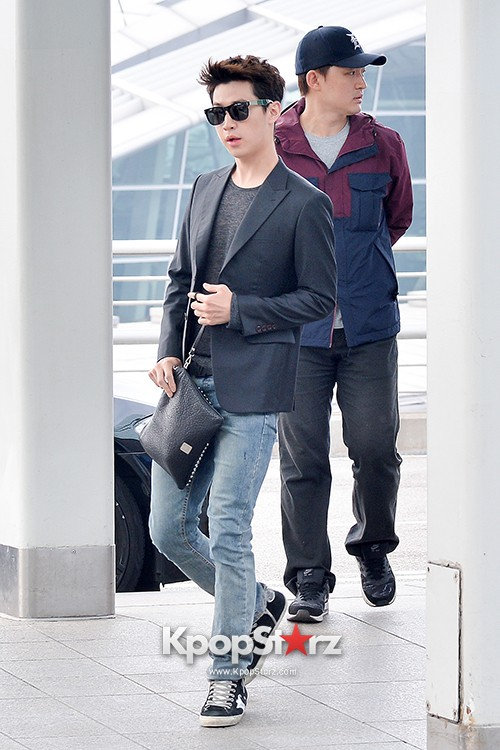 Henry at Incheon Airport Heading to Singapore to Attend Singapore E-Awards key=>1 count17