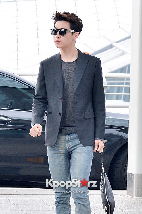 Henry at Incheon Airport Heading to Singapore to Attend Singapore E-Awards key=>2 count17