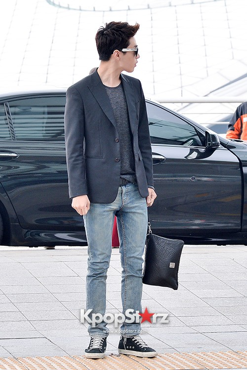 Henry at Incheon Airport Heading to Singapore to Attend Singapore E-Awards key=>4 count17