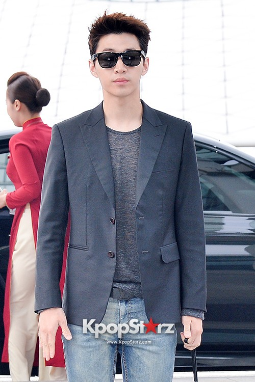 Henry at Incheon Airport Heading to Singapore to Attend Singapore E-Awards key=>6 count17