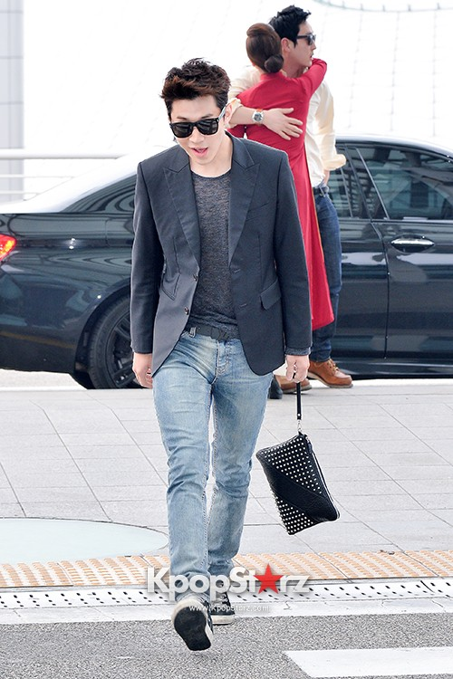 Henry at Incheon Airport Heading to Singapore to Attend Singapore E-Awards key=>8 count17
