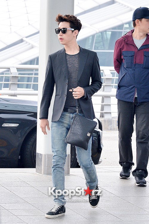 Henry at Incheon Airport Heading to Singapore to Attend Singapore E-Awards key=>9 count17