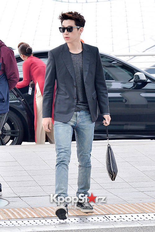 Henry at Incheon Airport Heading to Singapore to Attend Singapore E-Awards key=>10 count17