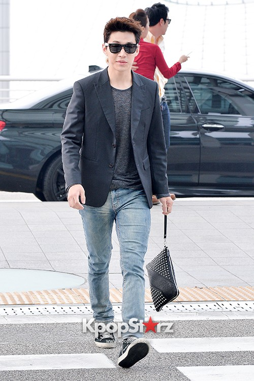 Henry at Incheon Airport Heading to Singapore to Attend Singapore E-Awards key=>11 count17