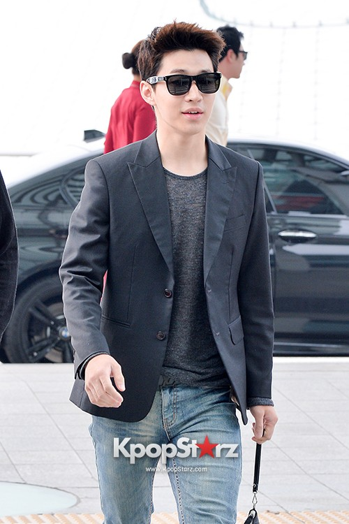 Henry at Incheon Airport Heading to Singapore to Attend Singapore E-Awards key=>12 count17