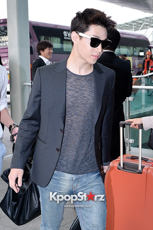 Henry at Incheon Airport Heading to Singapore to Attend Singapore E-Awards key=>13 count17