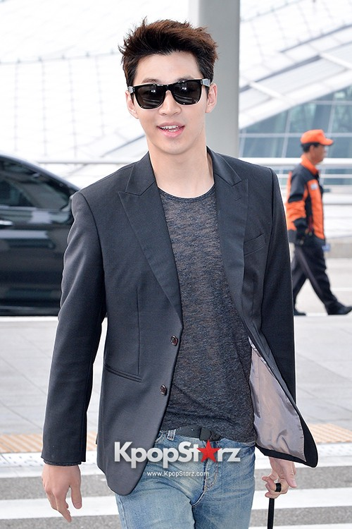 Henry at Incheon Airport Heading to Singapore to Attend Singapore E-Awards key=>15 count17
