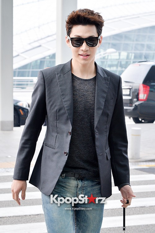 Henry at Incheon Airport Heading to Singapore to Attend Singapore E-Awards key=>0 count17