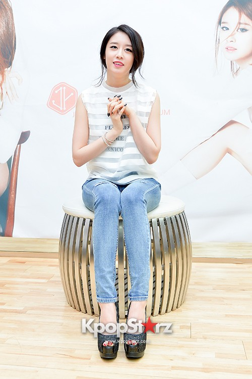 T-ara's Jiyeon Held a Press Conference for Never Ever with the Release of Her First Solo Mini-Albumkey=>8 count56