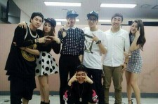 15 Picture With GOT7 And Bernard Park In The Waiting Room