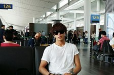 cnblue jung yong hwa airport fashion