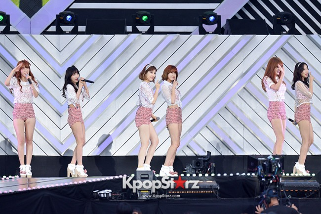 Rainbow Performed at The 20th Anniversary of the 'We Love Korea 2014 Dream Concert' key=>6 count8
