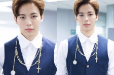 VIXX Hongbin Shows A Perfectly Balanced Left And Right Face