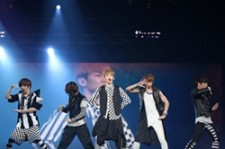 SHINee's Performance at 'SMTOWN Live 2012 in LA' [PHOTOS]