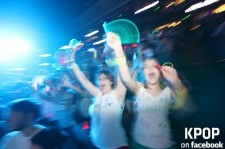 Fans Enjoying the Incredible Show @ 'SMTOWN Live 2012 in LA' Inside Honda Center [PHOTOS]