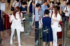 Girl's Generation Tiffany Shows White Airport Fashion
