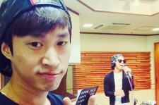 Tablo Shows A Picture With Taeyang Singing Live