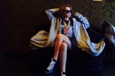 2NE1 CL Shows Off Her Fashionista Looks