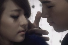 Taeyang and Dara discuss dating.