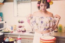 Girl's Day Hyeri Can't Take Her Eyes Off A Rainbow Cake