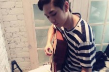 NU'EST Aron Shows His New Side Playing A Guitar