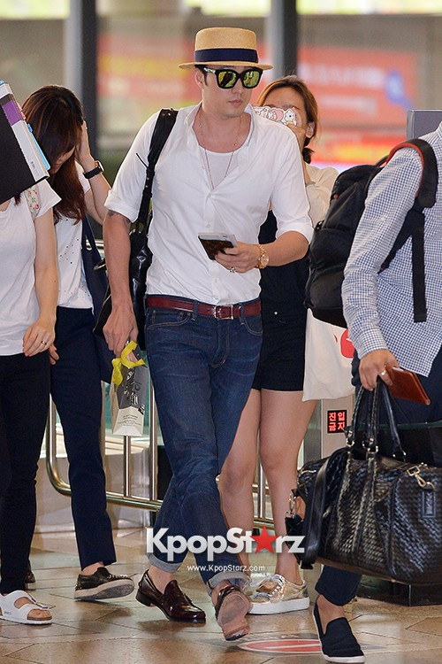 So Ji Sub at Gimpo Airport for Fan Meeting in Japankey=>1 count14