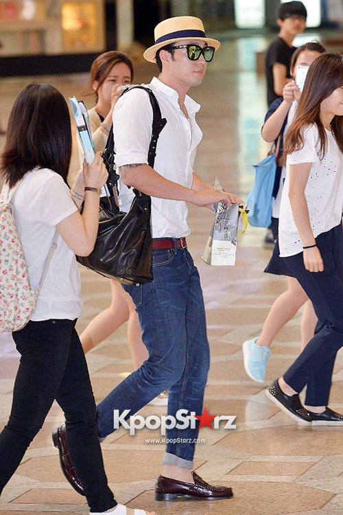 So Ji Sub at Gimpo Airport for Fan Meeting in Japankey=>6 count14