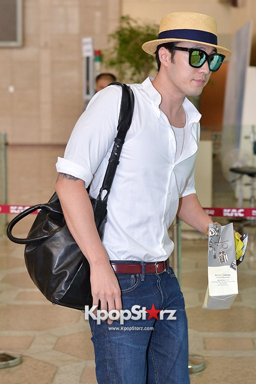 So Ji Sub at Gimpo Airport for Fan Meeting in Japankey=>7 count14