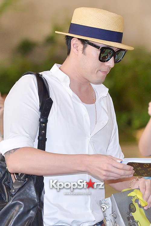 So Ji Sub at Gimpo Airport for Fan Meeting in Japankey=>8 count14