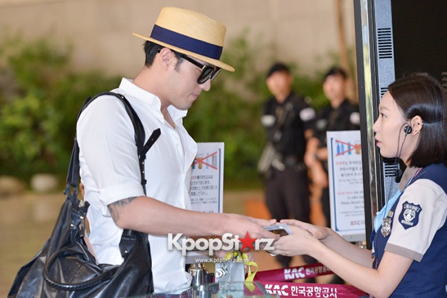 So Ji Sub at Gimpo Airport for Fan Meeting in Japankey=>9 count14