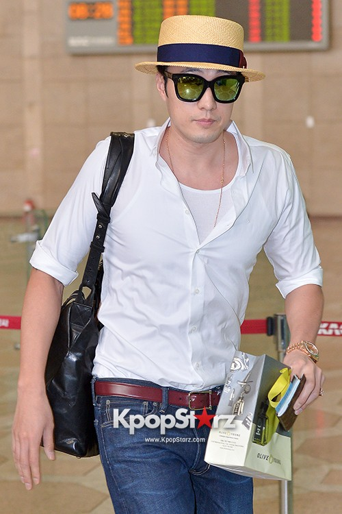 So Ji Sub at Gimpo Airport for Fan Meeting in Japankey=>0 count14