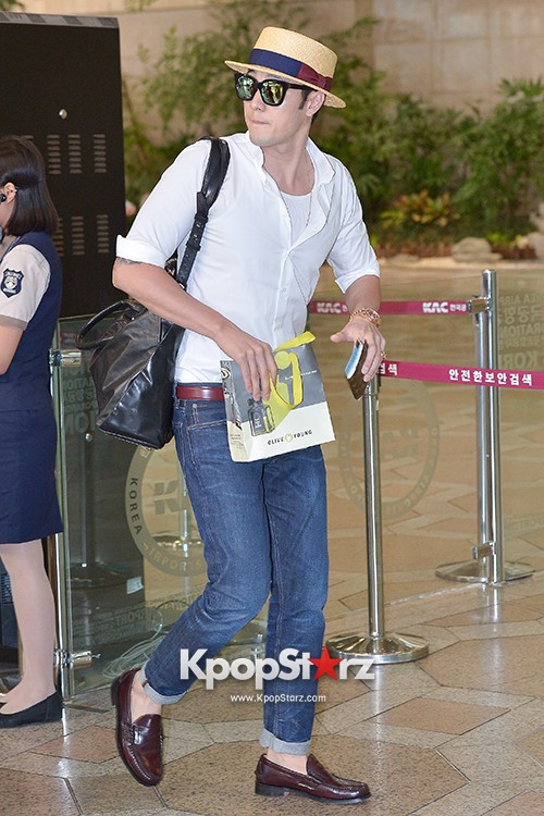 So Ji Sub at Gimpo Airport for Fan Meeting in Japankey=>10 count14