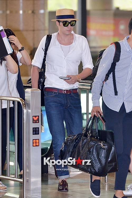 So Ji Sub at Gimpo Airport for Fan Meeting in Japankey=>11 count14