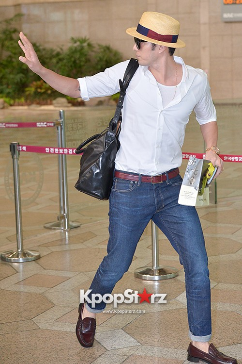 So Ji Sub at Gimpo Airport for Fan Meeting in Japankey=>12 count14