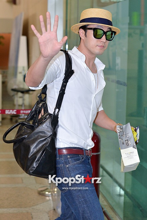 So Ji Sub at Gimpo Airport for Fan Meeting in Japankey=>13 count14