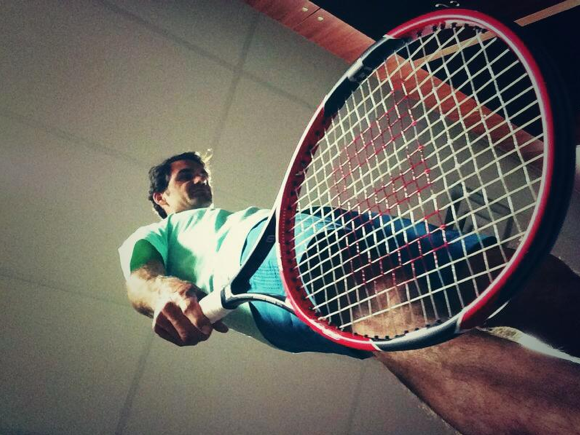 Dramatic! Roger Federer with his newly engineered Wilson racquetkey=>0 count6