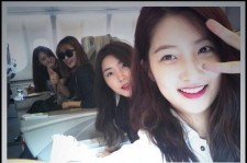 4Minute Takes Pictures Together On The Plane To China