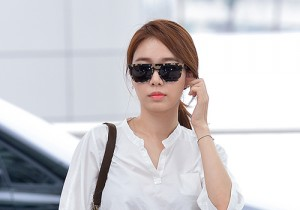 Yoo In Na at Incheon International Airport Heading to LA M.NET K-CON 2014