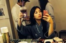 suzy pouting selfie