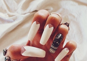 """Triangles, off-white tones, rings and one crazy design! """"#ManiMonday!! Eye see you @laquenailbar"""""""