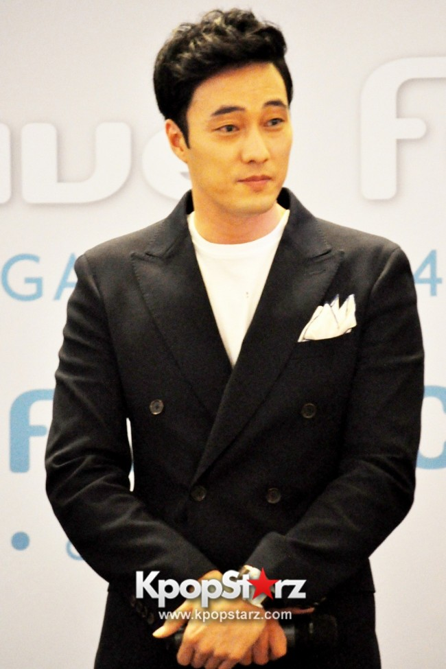 "Popular Korean Drama ""Master's Sun"" Actor So Ji Sub Reveals At Open Press Conference In Singapore, ""The Character I Played Is A Total Opposite Of Who I Am."" [PHOTOS]key=>8 count33"