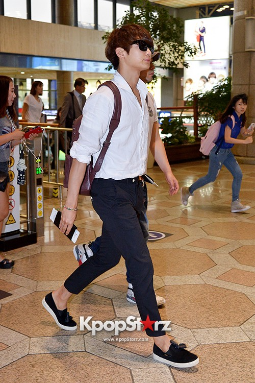 SHINee's Minho at Gimpo Airport Heading to Japan for a Fan Meetingkey=>1 count9