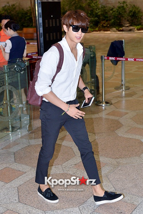 SHINee's Minho at Gimpo Airport Heading to Japan for a Fan Meetingkey=>3 count9