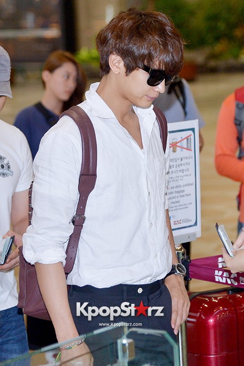 SHINee's Minho at Gimpo Airport Heading to Japan for a Fan Meetingkey=>0 count9
