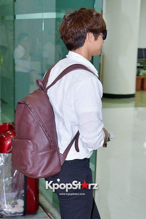 SHINee's Minho at Gimpo Airport Heading to Japan for a Fan Meetingkey=>5 count9